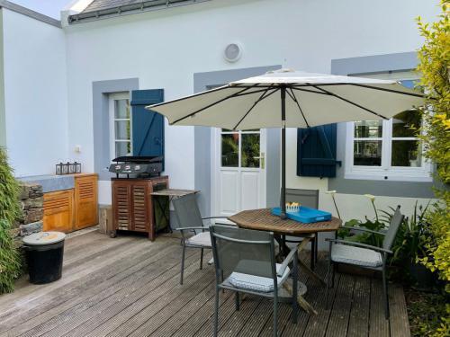 Die hintere Terrasse mit Außenküche